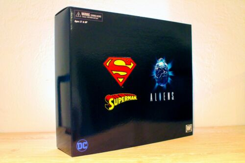 LIMITED EDITION COLLECTOR/'S ITEM SUPERMAN VS ALIENS 2-PACK NECA SDCC 2019