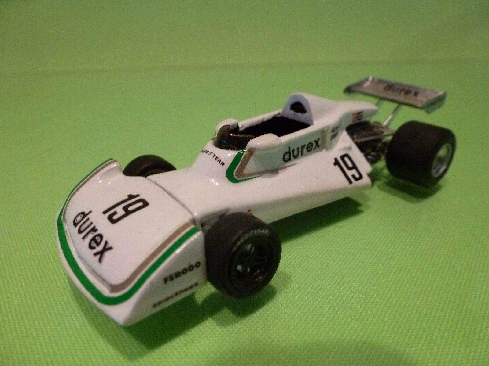 TRON KIT (built) - SURTEES  TS19 - DUREX ALAN JONES  - F1 1 43 - NICE CONDITION