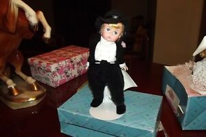 MADAME-ALEXANDER-doll-GROOM-blonde-CAKE-TOP-1997-Gorgeous-WITH-STAND-amp-TAG-amp-BOX