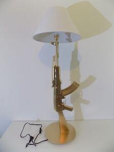 LAMPE-DESIGN-AK47-KALASHNIKOV-OR-chevet-bureau-table-lamp-light-arme-revolver
