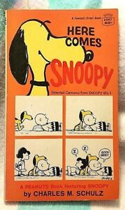 Here-Comes-Snoopy-by-Charles-M-Schulz-1966-Fawcett-World-Library-Paperback