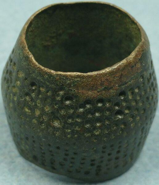 067-interesante Y Antiguo Dedal Romano En Bronce-primeros Siglos-20 Mm-excelente Brillante En Color