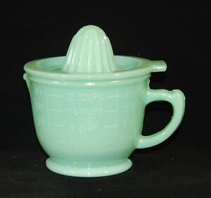 JADEITE JADE 2-CUP CAPACITY REAMER JUICER Green Glass Measuring Cup with Lid