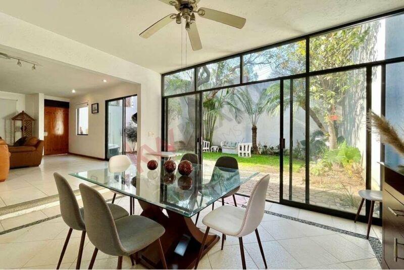 Bonita y espaciosa casa en condominio con excelente ubicación al norte de Cuernavaca