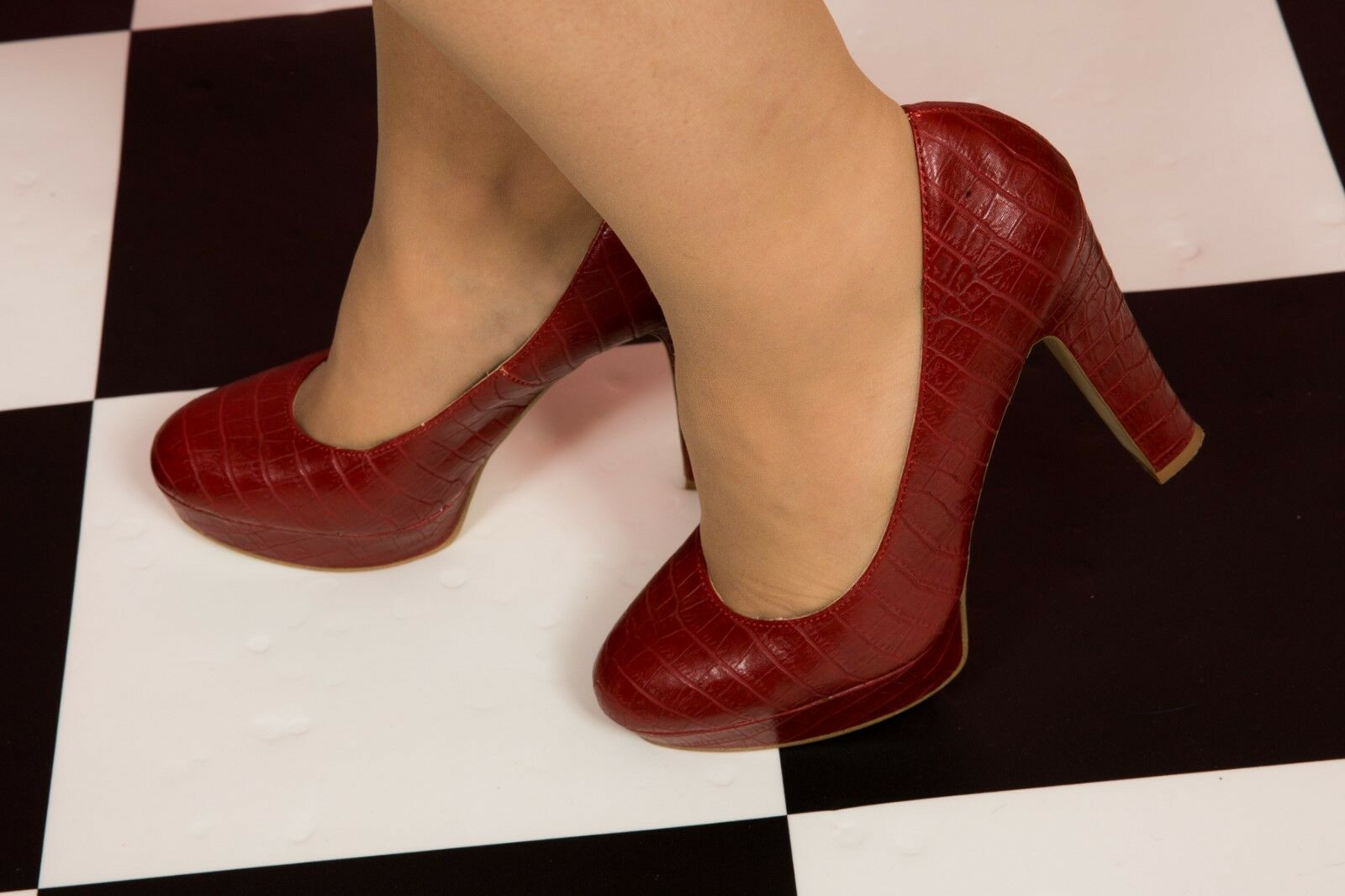 Burnt rouge mock croc leather court heels from Next Taille 6
