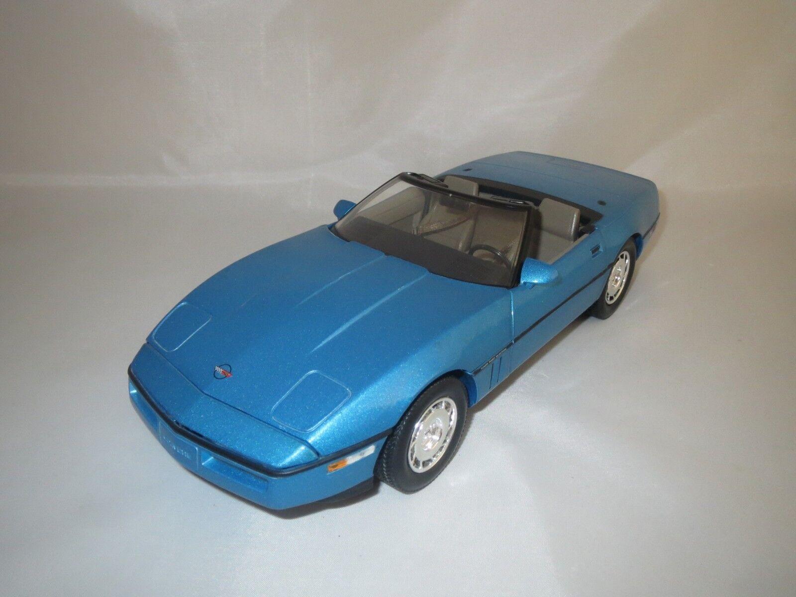 Venta en línea de descuento de fábrica verdeLight Chevrolet Corvette Corvette Corvette  1986  (azul-met.) 1 18 sin embalaje   colores increíbles