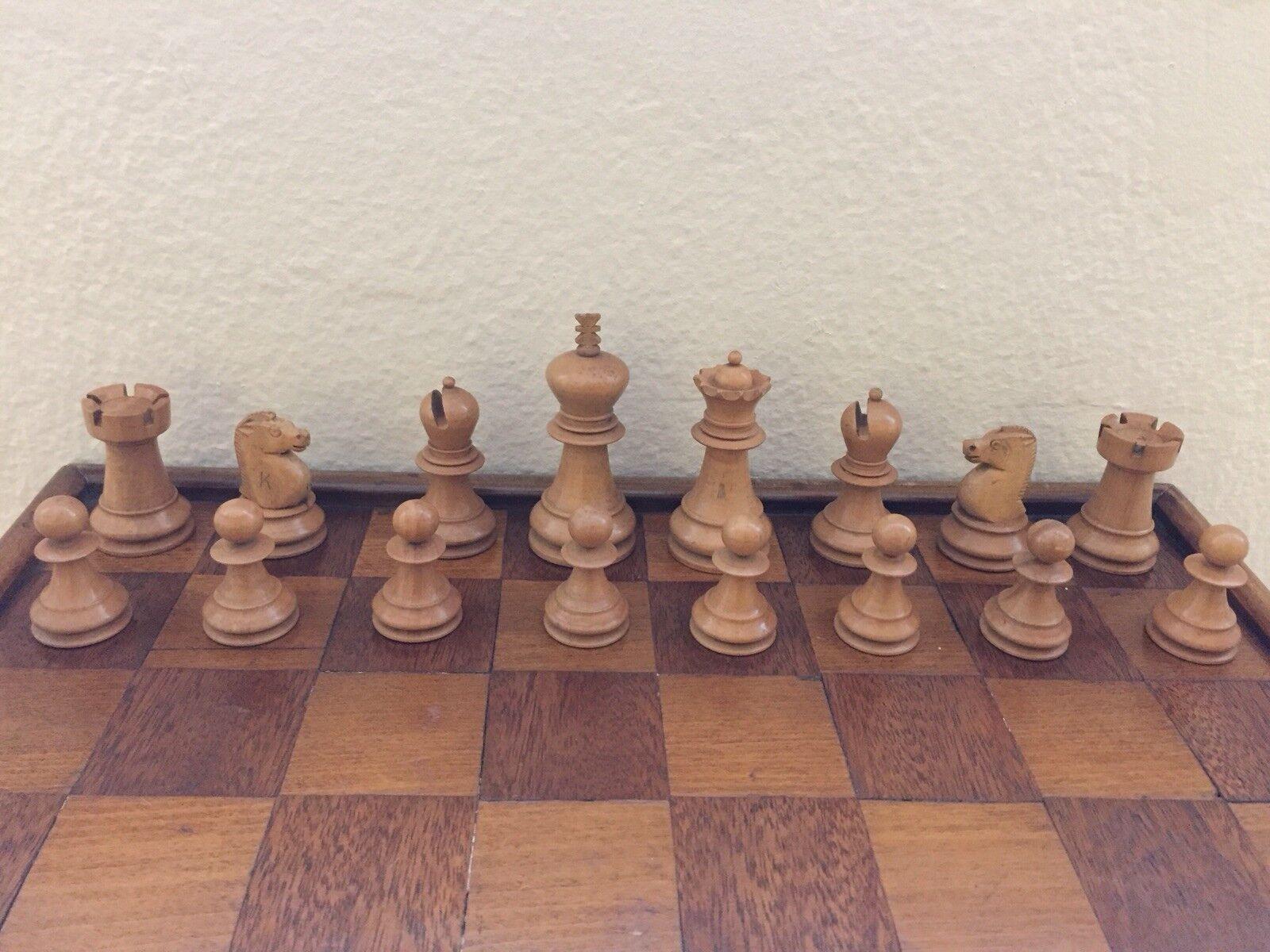 Richard Whitty Vintage juego de ajedrez con tablero de ajedrez plegable.