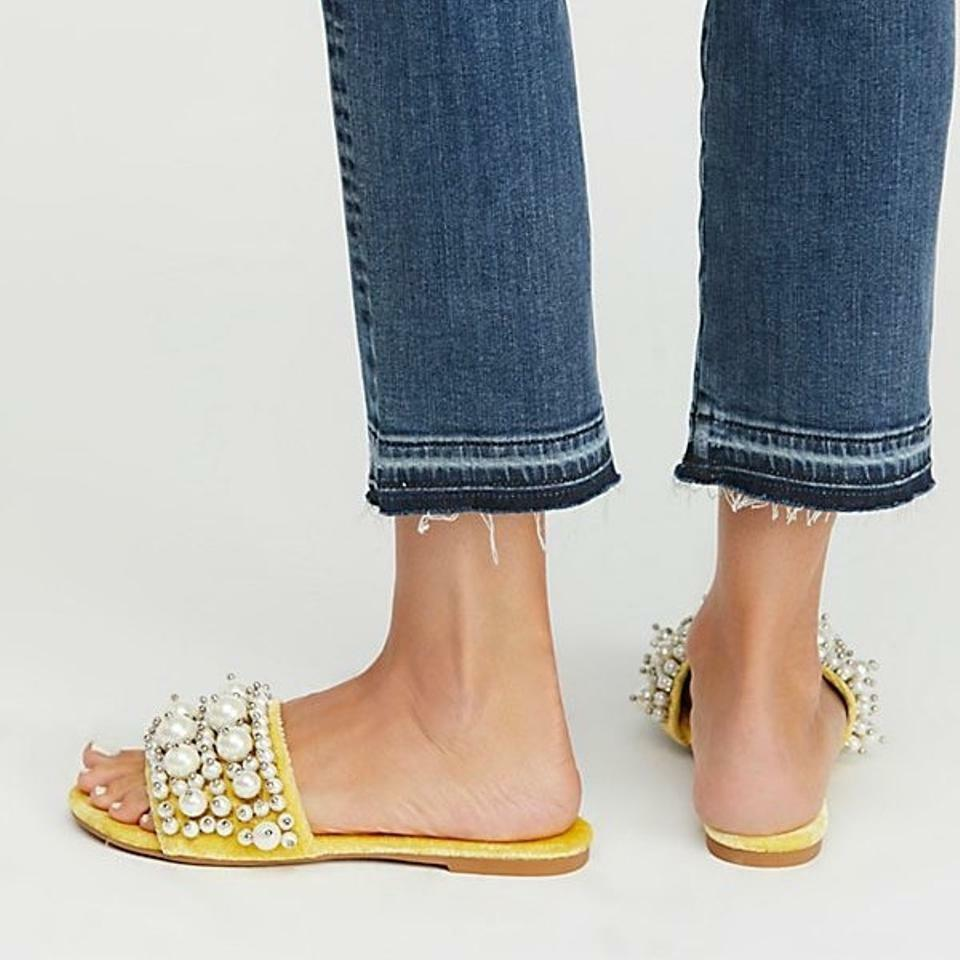Jeffrey Campbell X Free People Facil Pixie Pearl Slide Sandals Yellow Velvet 6