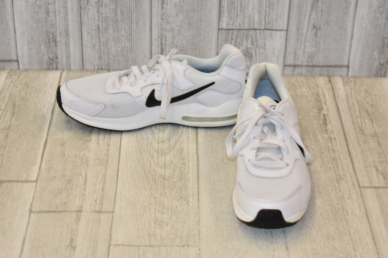 Nike Air Max Guile Shoes - Uomo Size 7, White/Nero