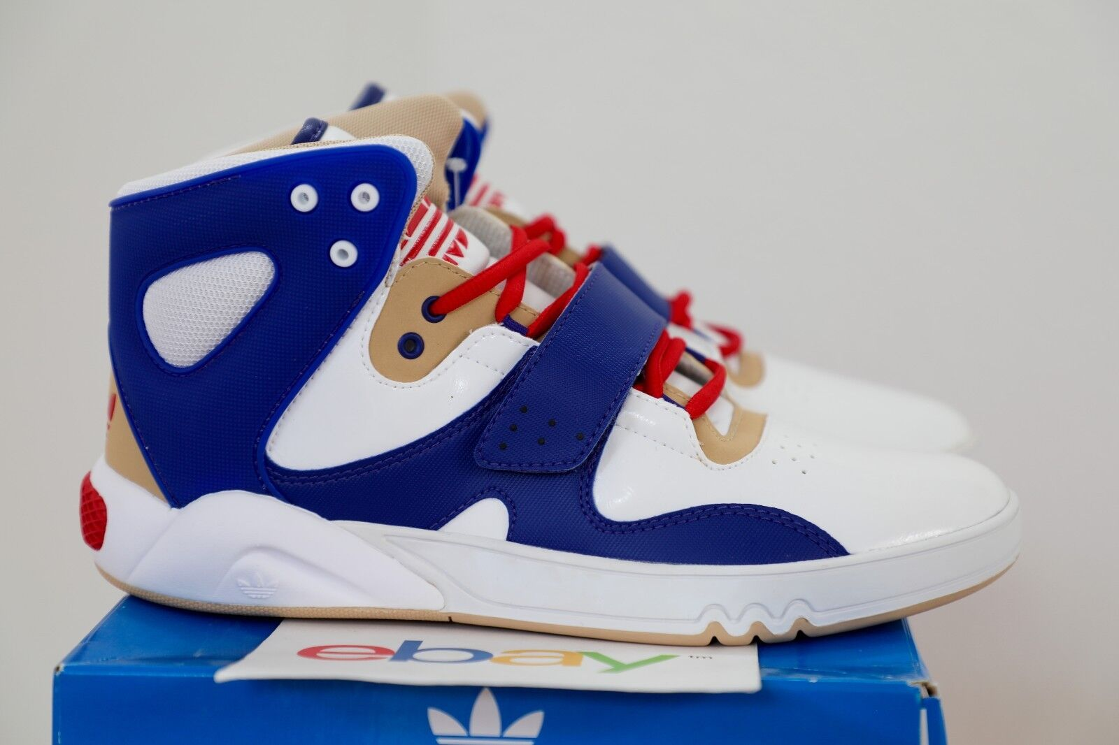 DS Adidas Roundhouse Mid TOADSTOOL Size 8-12 white bluee red usa 41-14761-1-04