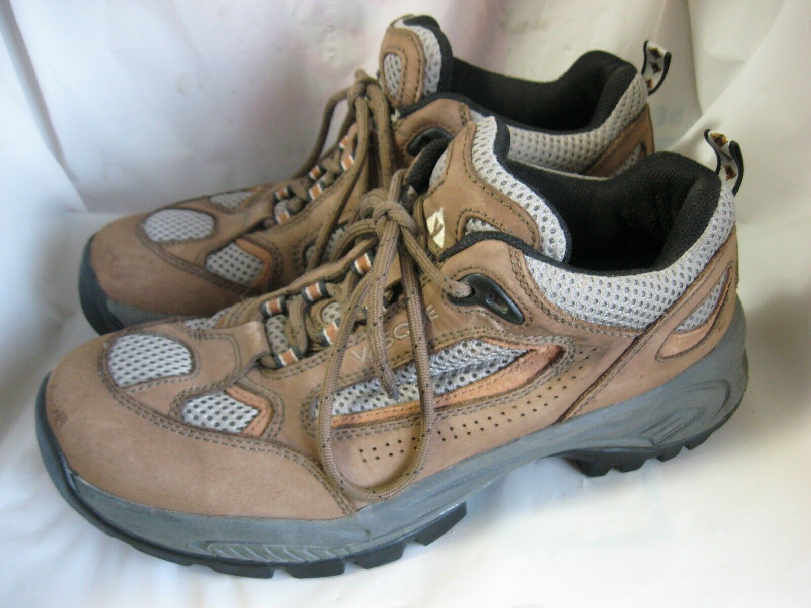 Mens 9 VASQUE Ankle High TRAIL RUNNING HIKING SHOES w  Vibram Soles