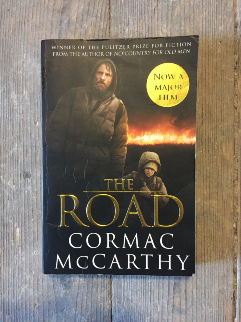 The Road, Cormac McCarthy, genre: drama, Paperback-udgave,…