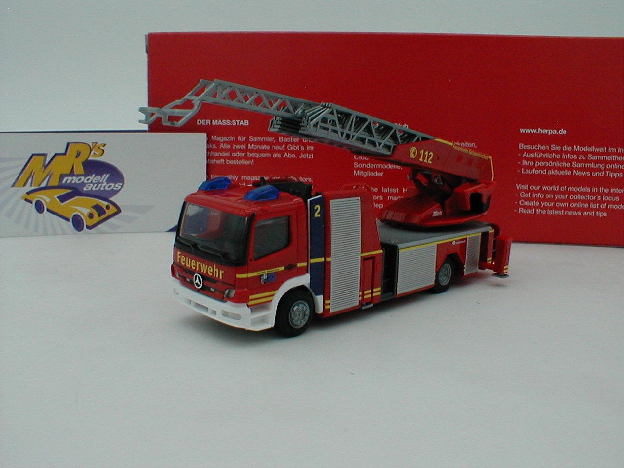Herpa 093729-MB Atego roses Bauer Drehleiter  Pompiers Gelsenkirchen  1 87