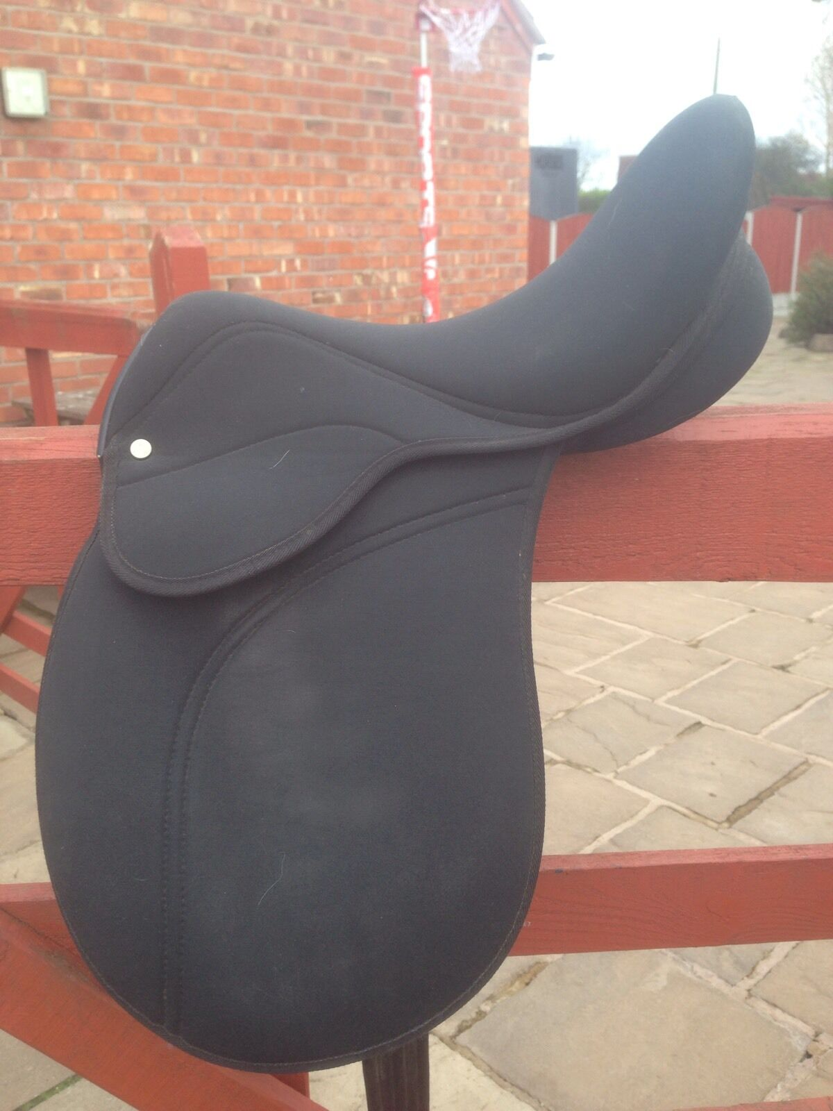 Synthetic Saddle 16  Good Condition.
