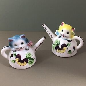 Cats-in-Watering-Cans-Vintage-Salt-amp-Pepper-Shakers-Pansy-Sprinkling-Can-Kitties
