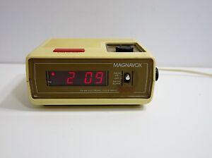 retro magnavox 080 digital alarm clock am fm electronic radio ebay. Black Bedroom Furniture Sets. Home Design Ideas