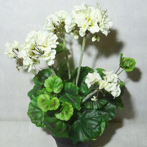 geranie 42cm weiss im topf k nstliche blumen pflanze kunstpflanzen kunstblumen ebay. Black Bedroom Furniture Sets. Home Design Ideas