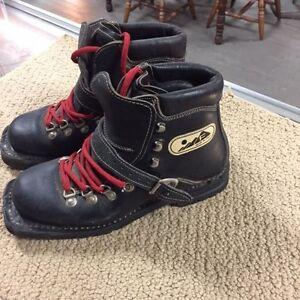 Vintage 291 Black Leather Telemark Touring Ski Boot Size 5 1/2 w Vibram Italy