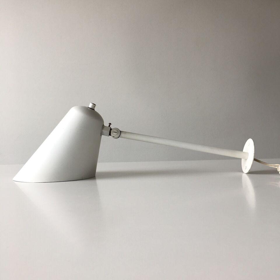 Vilh. Lauritzen, Louis Poulsen, Væglampe