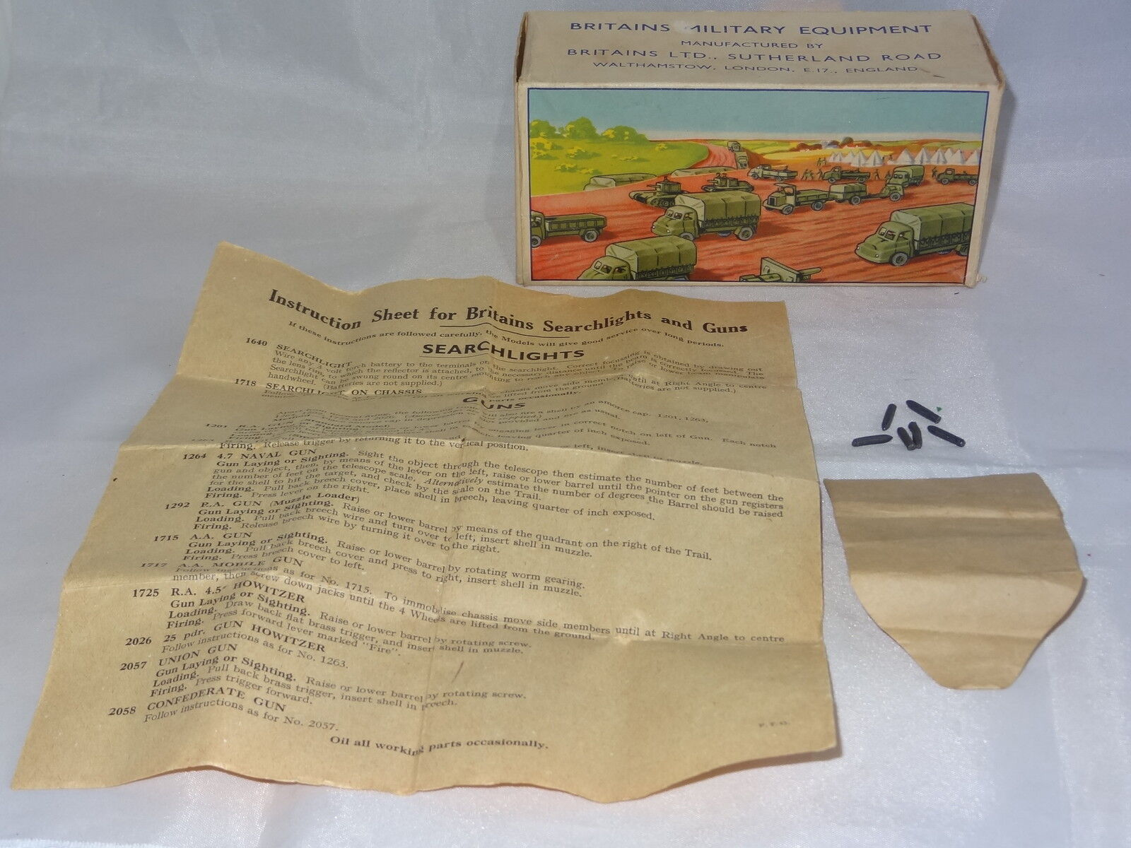 Britains ROYAL ARTILLERY GUN BOX 1201 with rare  instruction leaflet and shells