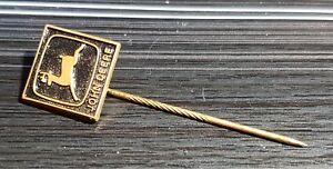 Anstecknadeln ab 1945 Auto John Deere Anstecknadel schwarz lackiert golden 14x13mm alt+original