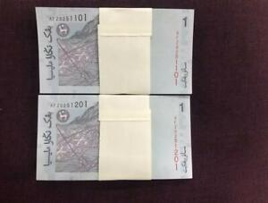 Malaysia RM1 Zeti signed, 11th series, 2 stacks of 100 pcs, 1 zero (UNC)