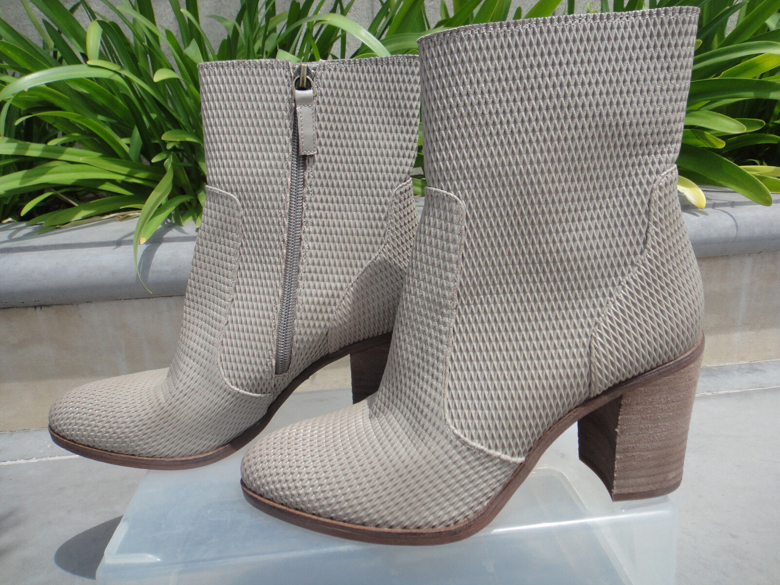 Hinge DAPHNE Bootie Perforated Leather w/Almond Toe, Wmns' Size US 8M, MSRP129