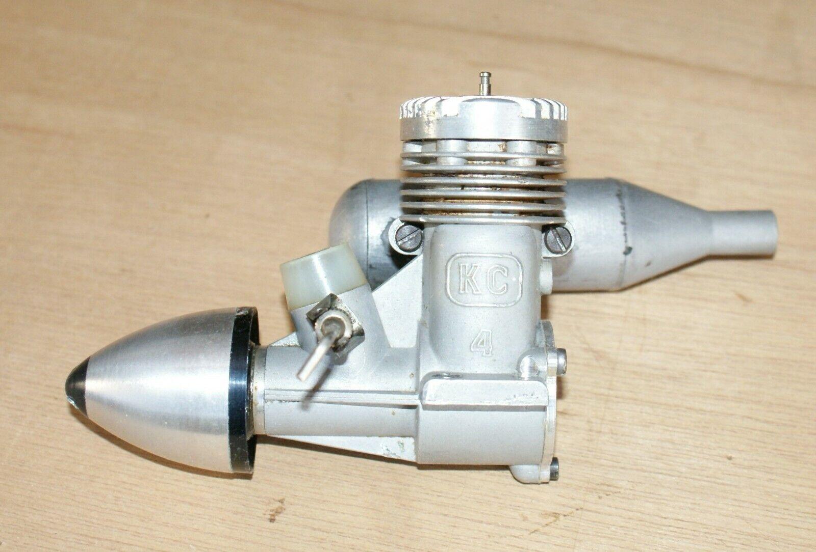 Moteur glow plug KC4  (4 cc) Ukraine en bon état