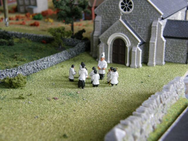 LANGLEY MODELS F158 00 GAUGE 10 Clergymen /& Choirboys