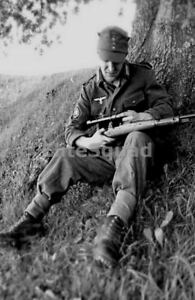 WW2-Photo-Picture-German-Soldier-Wehrmacht-sniper-and-his-scoped-Mauser-98k-357