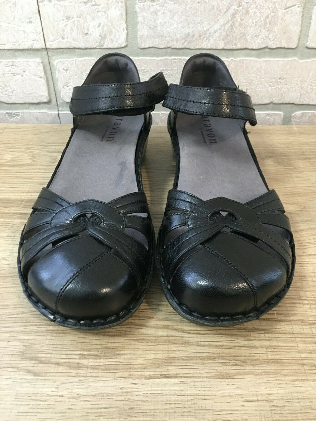 NEW BALANCE ARAVON AAL10BK Clarissa Black Leather Sandal Shoes Women's US 9B