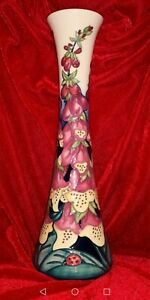 Moorcroft-vase-large-31cm-by-designer-Rachel-Bishop-Beautiful-Foxglove-pattern