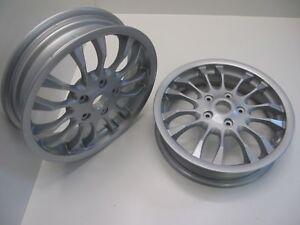 2-x-VESPA-GT-GTS-GTV-MP3-125-200-250-300-ROUE-AVANT-arriere-Les-deux-paire-SET