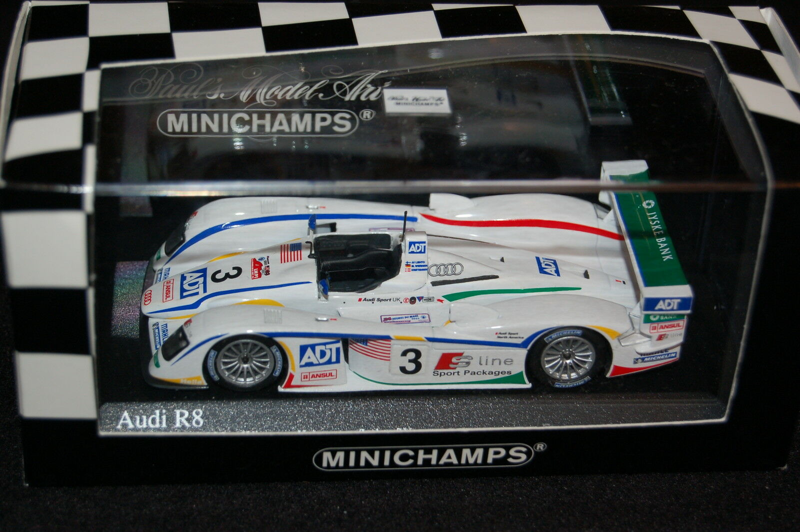 AUDI R8  2 TEAM CHAMPION LE MANS 2004 - MINICHAMPS 1 43 400041302