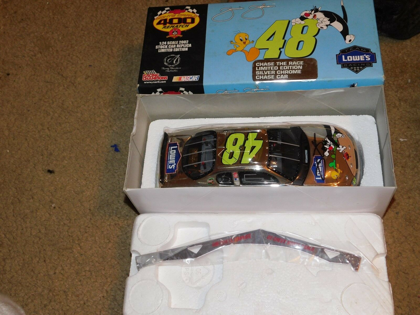 1 24 Racing Champions Lowe's  48 Chase Race Chrome signé Looney Tunes autographe