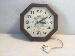 Vintage-60s-TIMEX-Hanging-Wall-Clock-PLUG-IN-ELECTRIC-WORKS
