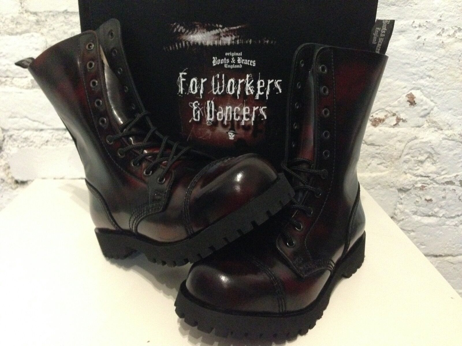 promozioni eccitanti stivali & & & Braces - 10 fori GOTHIC stivali di pelle con cappuccio acciaio Burgundy RUB-off  acquistare ora