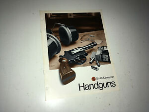 SMITH & WESSON Vintage Handguns  Catalog 1970s Police Pistol Revolvers Guns