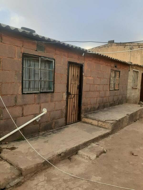4 room house for sale emfihlweni tembisa for R680000 with 3 outside rooms in the yard w...