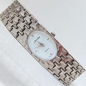 VINTAGE-NOVELLE-Art-Deco-Stile-Donna-Superdry-Retro-PIED-DE-POULE-orologio-tono-argento-viene