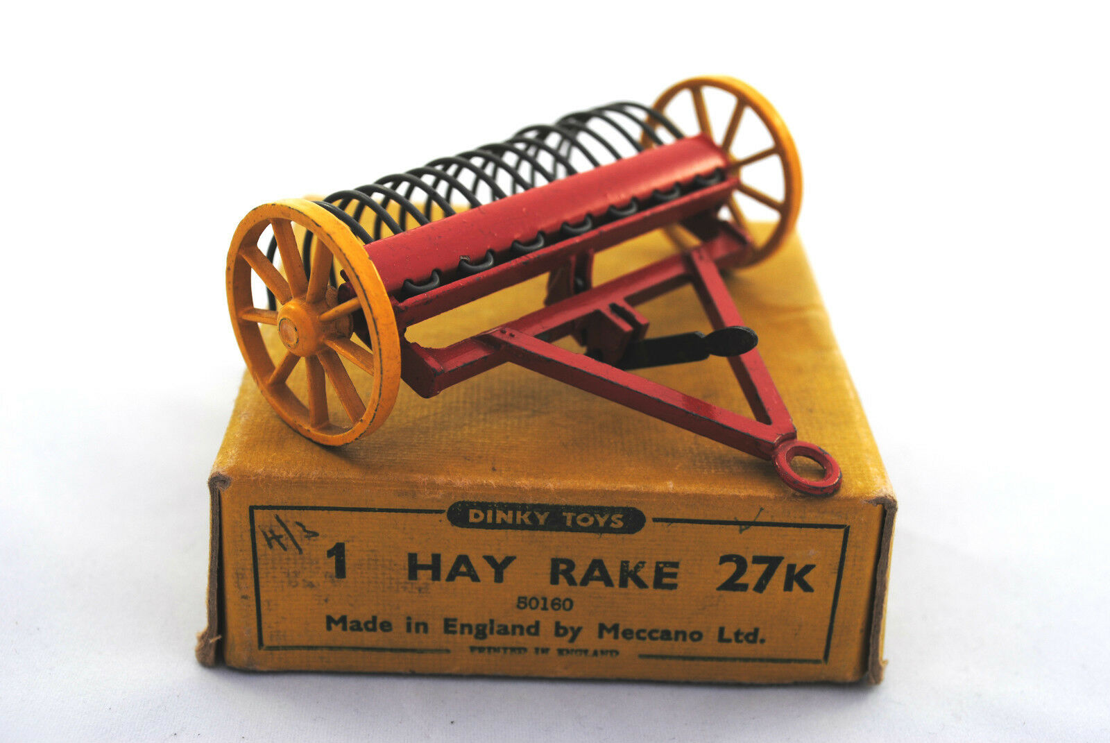 Dinky 27K Towing HAY RAKE w  Moving Lifting Tines & Casting Wheels Old Type Box