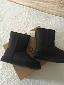 UGG-Classic-Short-Leather-Black-1016559-Water-Resistant-Boot-Size-6-New