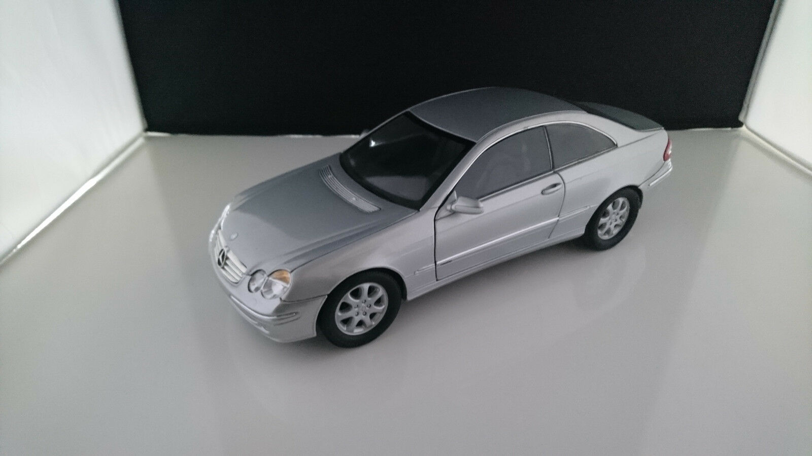 1 18 KYOSHO MERCEDES CLK 240 COUPE C209 SILBERMET.