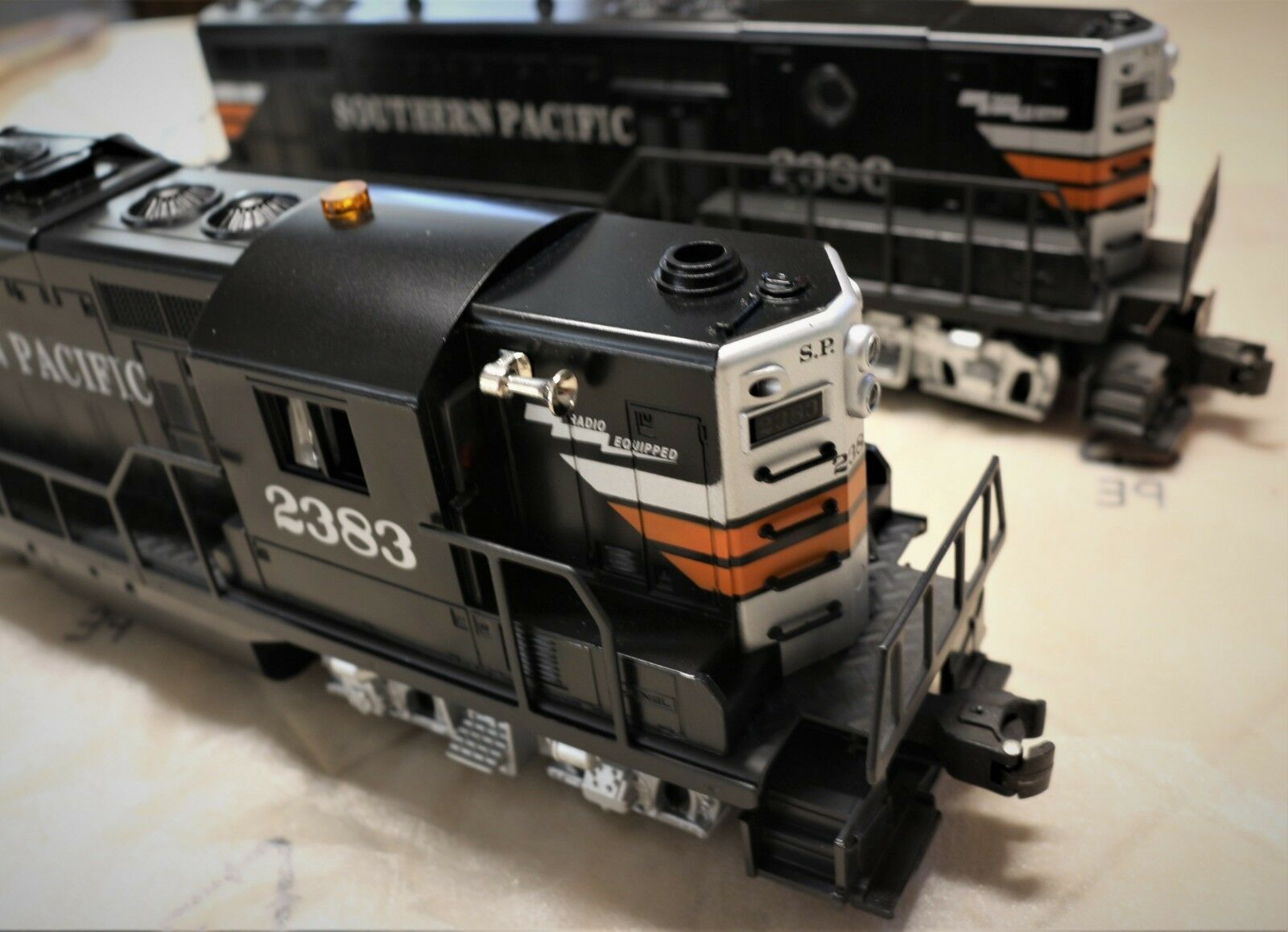 LIONEL SP GP-9 11863 DIESEL AND 18864 DUMMY  C8