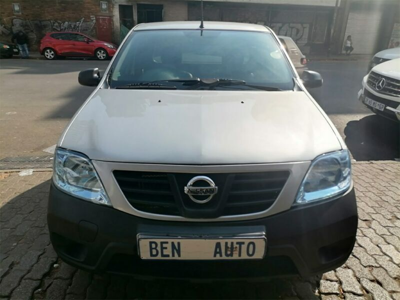 2013 Nissan NP200 1.6 8V A/C, Silver with 85000km available now!