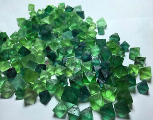 100g-Natural-Beauty-Of-Multicolor-Octahedral-Cubic-Fluorite-Mineral-Specimens