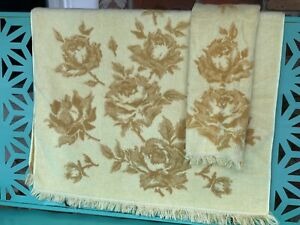 Vintage-Retro-Fieldcrest-Sculpted-Bath-and-Hand-Towel-Set-Gold-Roses-with-Fringe