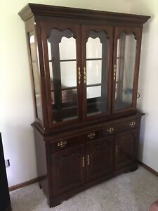 Thomasville Dining Room Lighted Hutch Cherry Wood ...