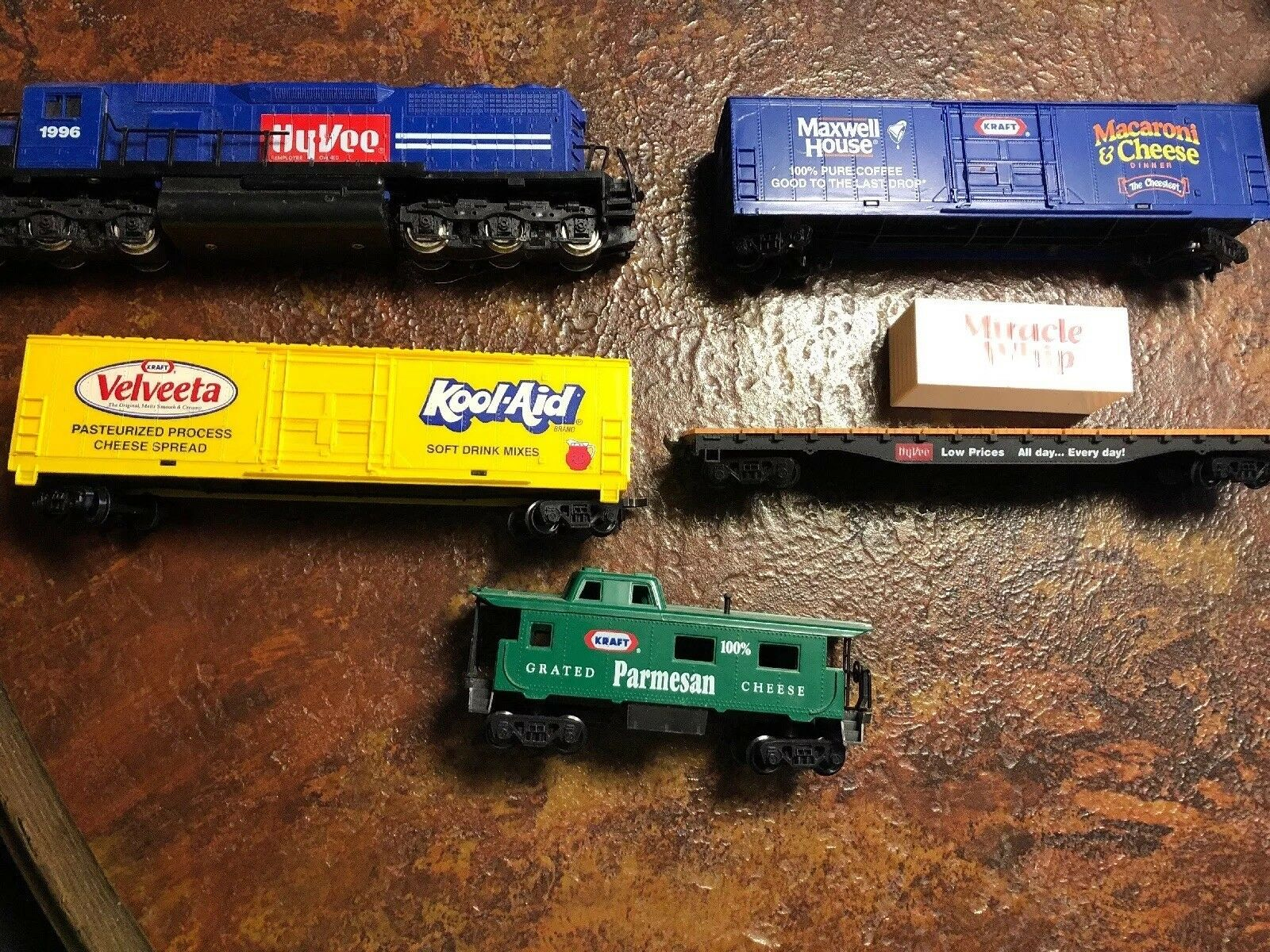 Mehano Train Car Lot Of 5 Hy-Vee Collection Vintage