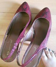 Ladies well worn/used burgundy faux snakeskin stiletto heels- Size 7
